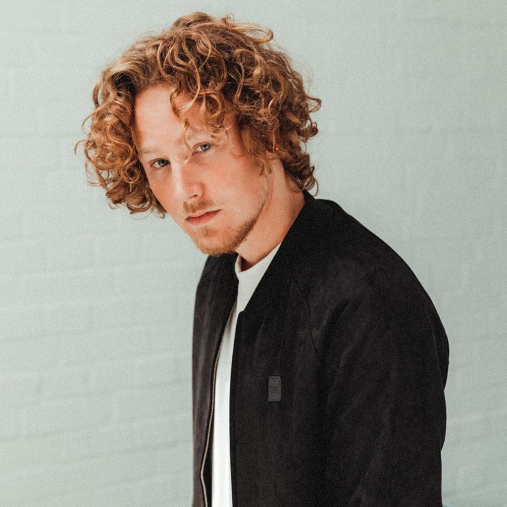 Michael Schulte - der Singer & Songwriter aus Eckernförde tritt zum ersten Mal live vor Publikm auf Föhr auf